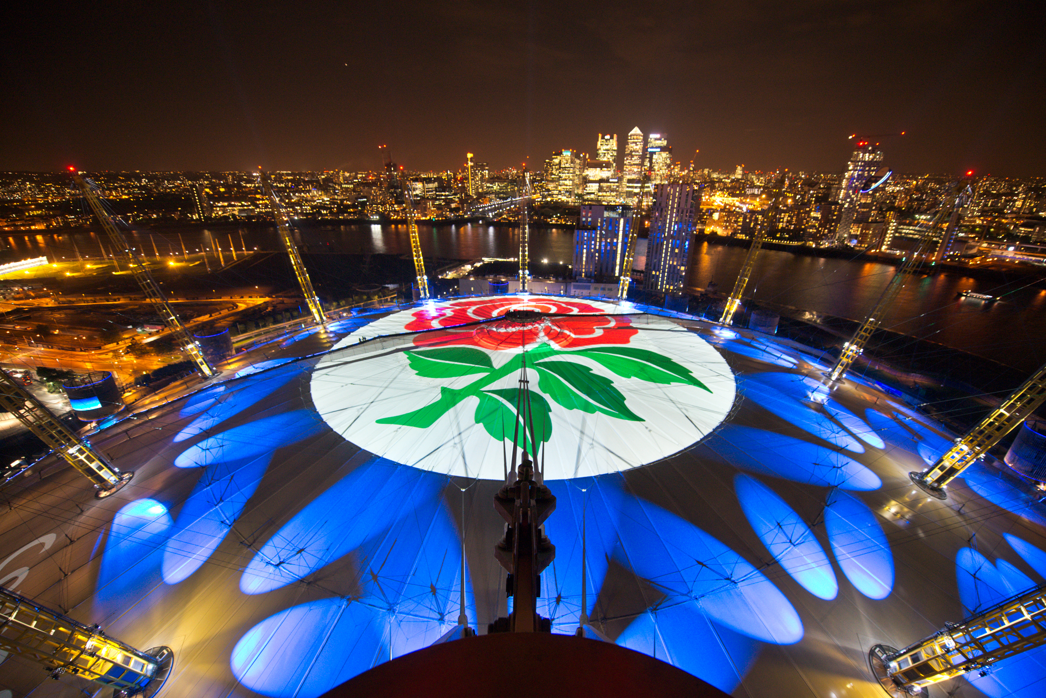 In a world first, O2 has handed over the roof of The O2 for fans to tweet messages of support for England Rugby using #WearTheRose